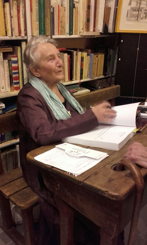 Séance de signatures de Marthe Dobiecki à La Terrasse de Gutenberg
